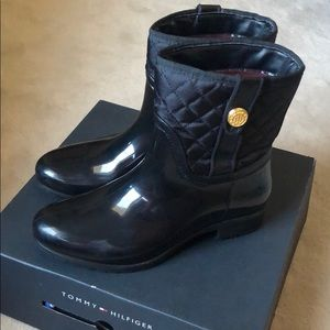 Tommy Hilfiger black rain boots size 7